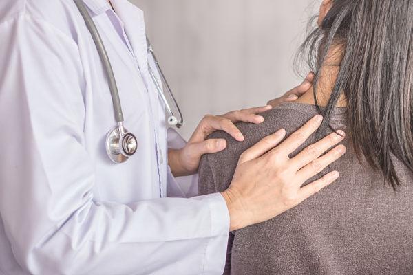 Traumatólogo especialista en capsulitis de hombro en A Coruña